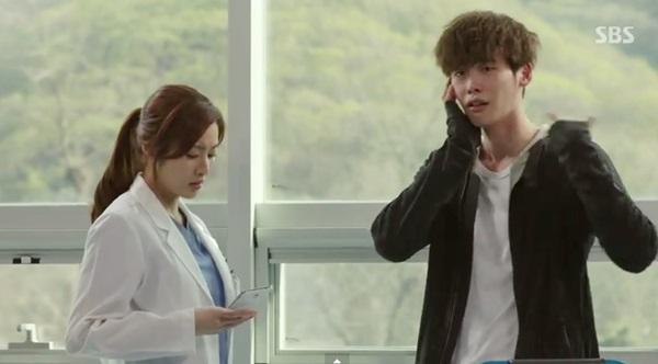 Lee Jong Suk bị Kang So Ra cho ăn 2 phát tát 2