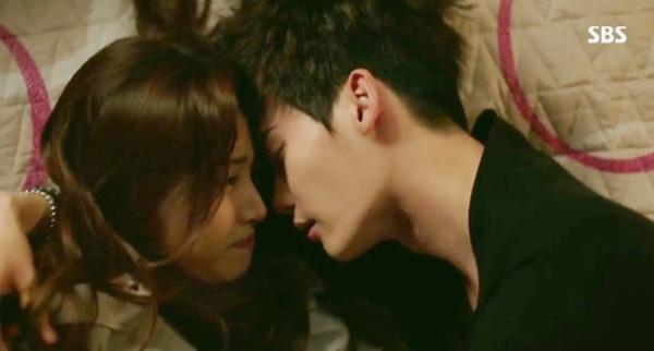 """Kang Sora hoảng hốt vì suýt """"khóa môi"""" với Lee Jong Suk 2"""
