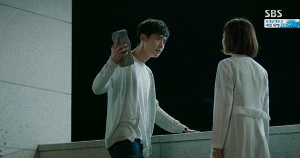 Park Hoon (Lee Jong Suk) dọa đập nát tay trước mặt người yêu 1