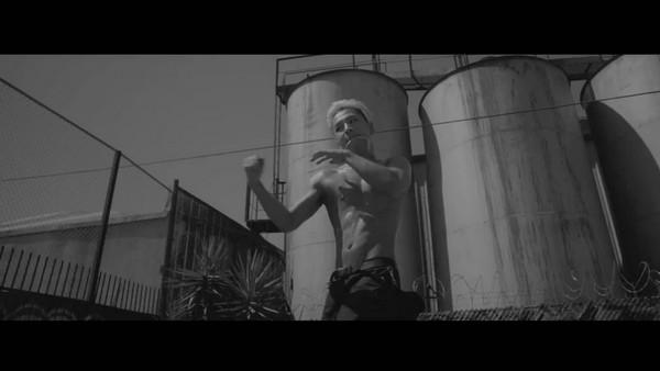 Taeyang tập tạ, khoe cơ bắp trong clip nhá hàng 3
