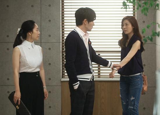 """9 kiểu nắm cổ tay """"thể nào cũng gặp"""" trong phim Hàn 1"""