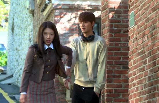 """9 kiểu nắm cổ tay """"thể nào cũng gặp"""" trong phim Hàn 5"""