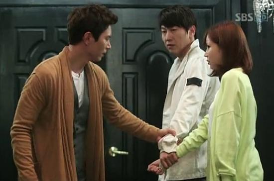"""9 kiểu nắm cổ tay """"thể nào cũng gặp"""" trong phim Hàn 12"""