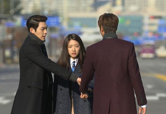 """9 kiểu nắm cổ tay """"thể nào cũng gặp"""" trong phim Hàn 11"""