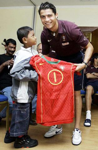 Chia sẻ của Ronaldo về cậu bé thoát sóng thần làm lay động trái tim 2