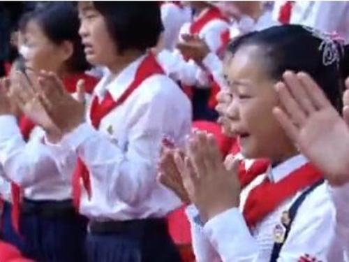 Triều Tiên: Cứ gặp lãnh tụ là người dân lại khóc như mưa 19