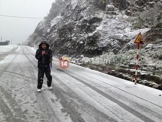Chùm ảnh hot: Tuyết rơi dày, phủ trắng Sa Pa 22