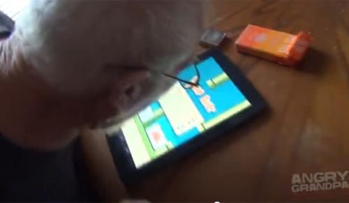 Cụ ông nổi đóa đập phá đồ đạc vì chơi Flappy Bird quá khó 1