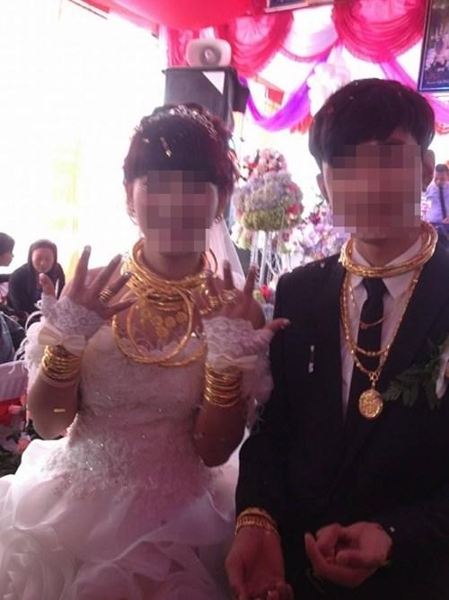 Cô dâu chú rể đeo đầy vàng trong đám cưới ở Hà Tĩnh  3
