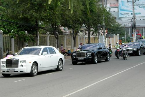 Tròn mắt trước dàn siêu xe rước dâu hoành tráng của đám cưới sao Việt 29