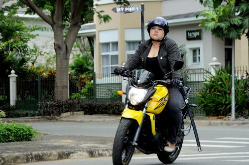 """Những sao nữ """"nặng ký"""" duyên dáng của showbiz Việt 14"""