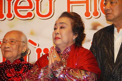 """Những sao nữ """"nặng ký"""" duyên dáng của showbiz Việt 7"""
