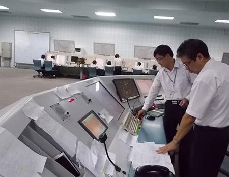 Kém tiếng Anh, 10 kiểm soát viên không lưu bị dọa sa thải 1