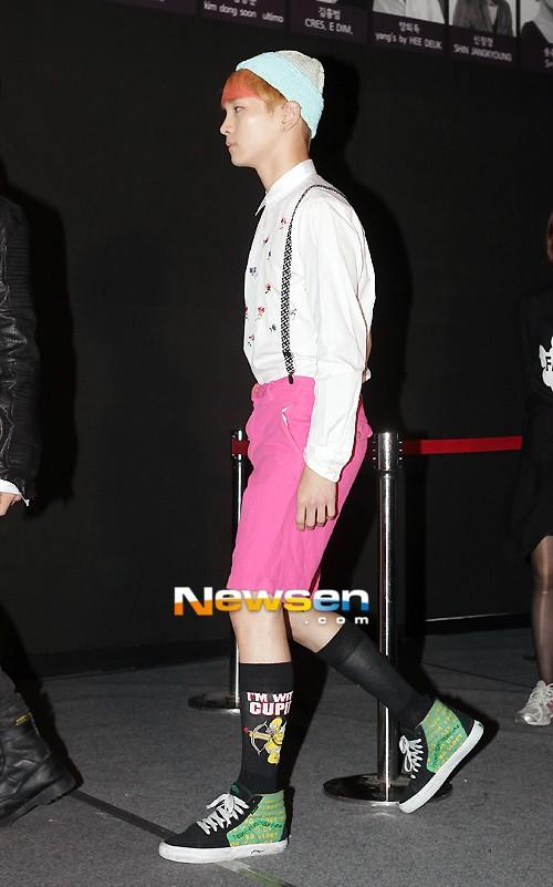 """Soi giá phụ kiện """"hot"""" của Idol Hàn 20"""