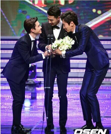 Jo In Sung đặc biệt cảm ơn Gong Hyo Jin khi nhận giải thưởng lớn 3