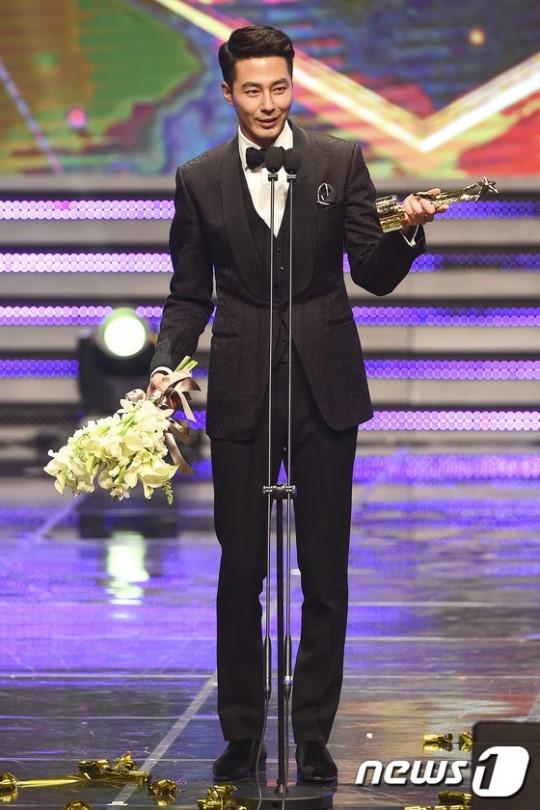 Jo In Sung đặc biệt cảm ơn Gong Hyo Jin khi nhận giải thưởng lớn 1