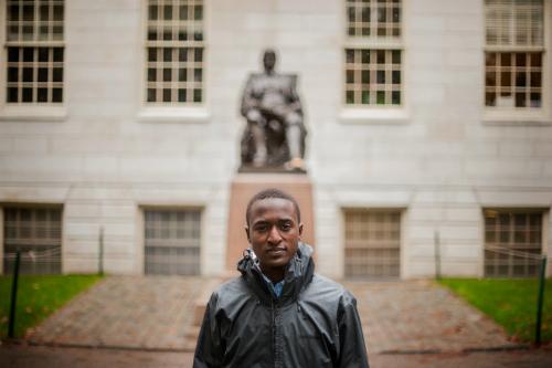 Cậu bé từ bãi rác đến đại học danh tiếng Harvard 1