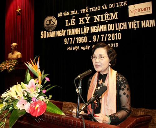 Người nổi tiếng nào đã từng học tại trường THPT Nguyễn Thị Minh Khai? 1