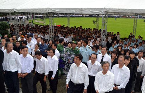 Hết giờ Lễ viếng Quốc tang, nhiều người dân vẫn xếp hàng vào viếng Đại tướng 146
