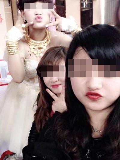 Cô dâu chú rể đeo đầy vàng trong đám cưới ở Hà Tĩnh  5