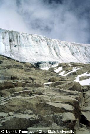 Hình ảnh băng giá 1.600 tuổi tan chảy chỉ trong 25 năm 2