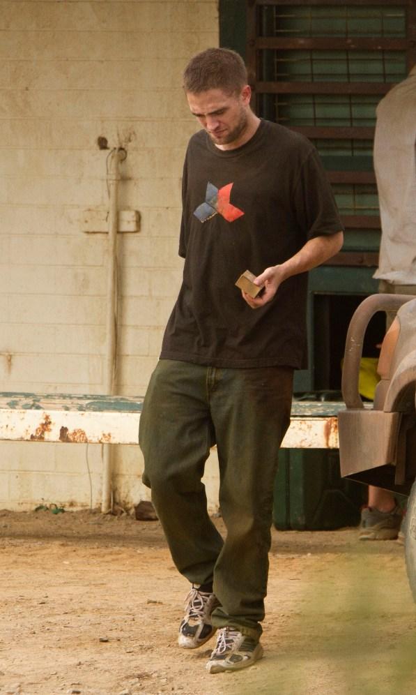 Robert Pattinson bị gí súng vào mặt 4