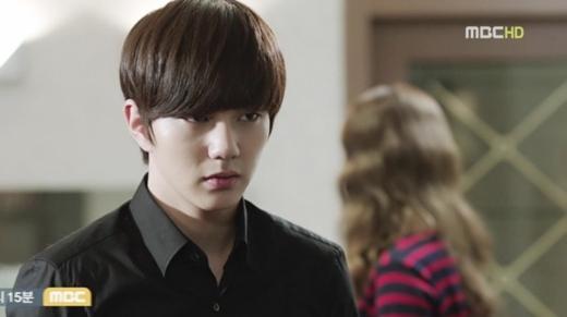 """Yoo Seung Ho liên tục """"hút hồn"""" đàn chị 1"""