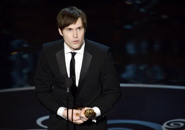 """""""Argo"""" vô địch Oscar, Nữ chính xuất sắc vấp ngã khi lên nhận giải 25"""