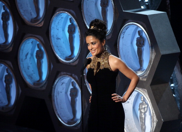"""""""Argo"""" vô địch Oscar, Nữ chính xuất sắc vấp ngã khi lên nhận giải 41"""