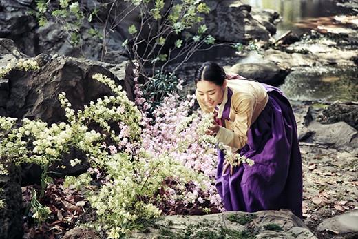 """Lee Yeon Hee """"choáng ngợp"""" vì bó hoa to-hơn-người 5"""