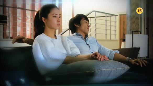 """Song Seung Hun """"sướng rơn"""" vì được người đẹp nhào vào lòng 3"""
