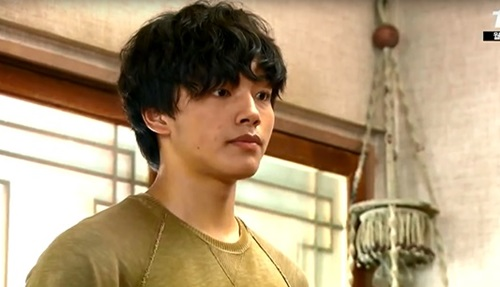 """Sao teen Yeo Jin Goo làm """"chuyện đại sự"""" trước mặt đàn chị 3"""