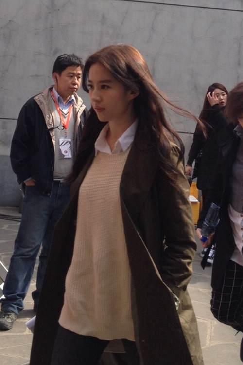Bi (Rain) tiếp cận Lưu Diệc Phi trong quán cafe 14