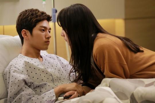 Se Na (Krystal) sững sờ trước lời tỏ tình của Shi Woo (L) 1
