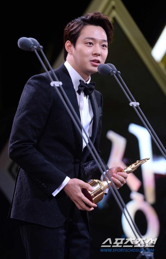 Vượt mặt nhiều tên tuổi, Park Yoo Chun lên ngôi tại Rồng Xanh 2014 1