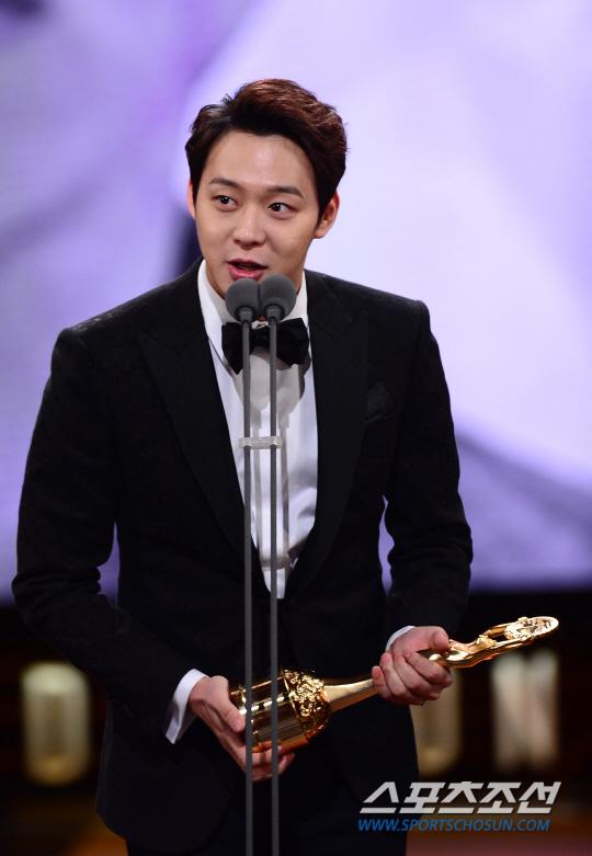 Vượt mặt nhiều tên tuổi, Park Yoo Chun lên ngôi tại Rồng Xanh 2014 3