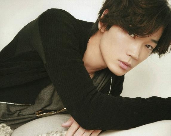 Điểm danh top 10 nam diễn viên Nhật Bản gợi cảm nhất 5