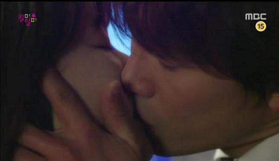 Khán giả phấn khích khi Ji Sung vào vai fan cuồng 7