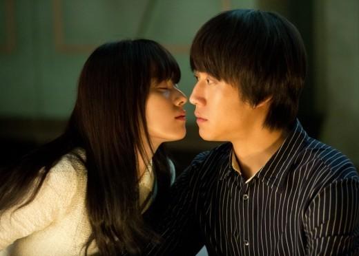 """Han Hyo Joo nhắm mắt, trao nụ hôn cho """"chàng Rác"""" Jung Woo 1"""