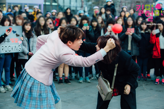 """""""Nữ sinh 17 tuổi"""" Ji Sung giúp rating """"Kill Me Heal Me"""" tăng vọt 7"""