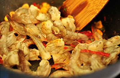 spaghetti-tom-thom-ngon-cho-bua-toi-lang-man