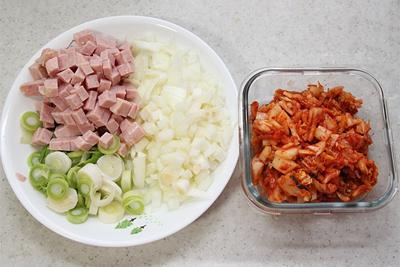 Cơm chiên kimchi cay ngon hấp dẫn 1