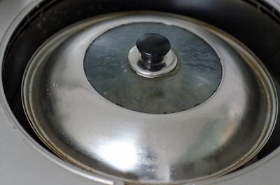 Trứng cút rang muối vừa thơm vừa bùi 6