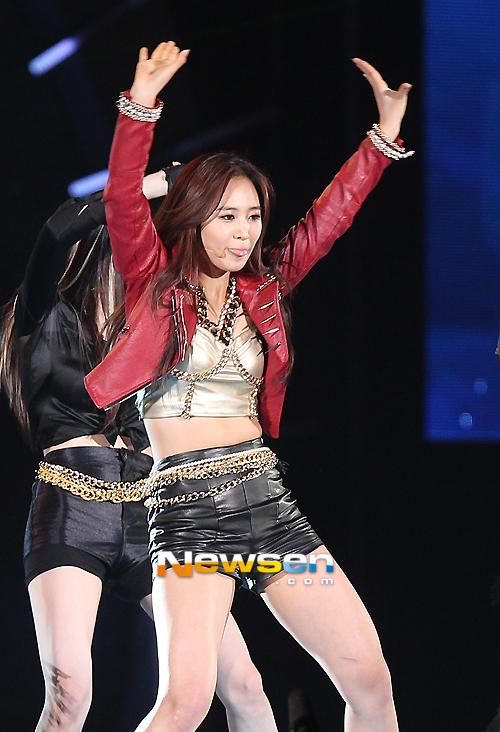 Trang phục trình diễn tại Dream Concert của SNSD bị chê bai vì quá xấu 9
