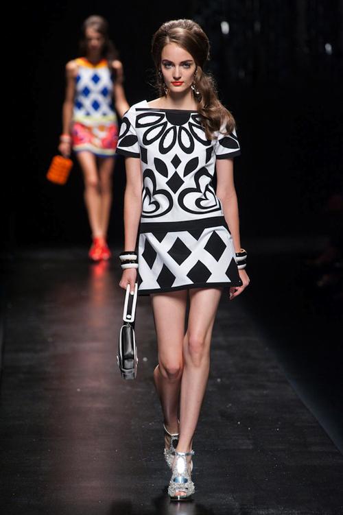 Chọn váy theo xu hướng thời trang thập niên 60s 11