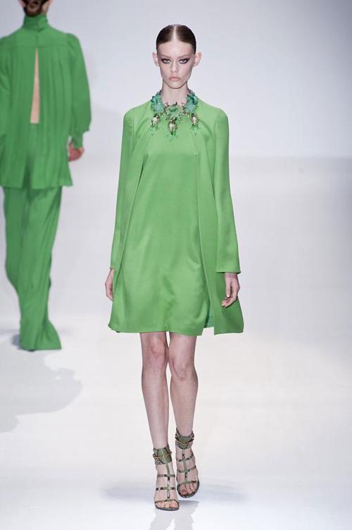 Chọn váy theo xu hướng thời trang thập niên 60s 20