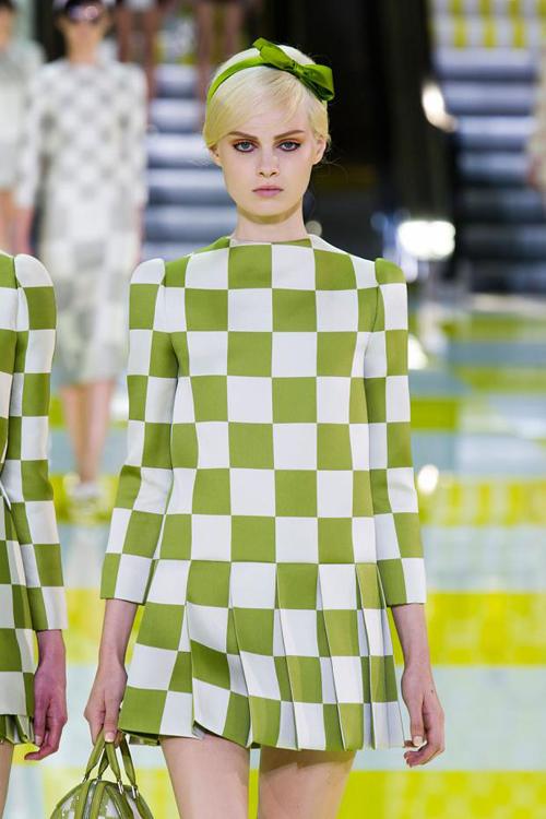 Chọn váy theo xu hướng thời trang thập niên 60s 13
