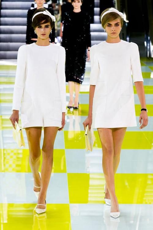 Chọn váy theo xu hướng thời trang thập niên 60s 1