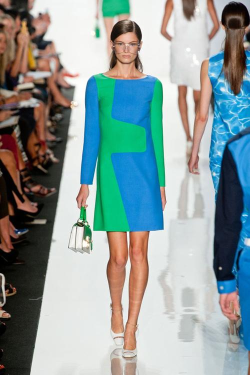Chọn váy theo xu hướng thời trang thập niên 60s 12