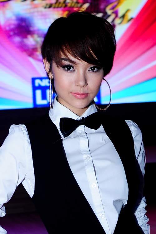 Muôn kiểu phong cách thời trang của sao Việt với tóc ngắn 1